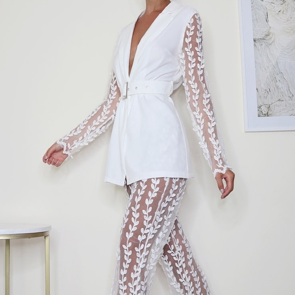 White Woven Lace Sleeve Belt Blazer And Pants